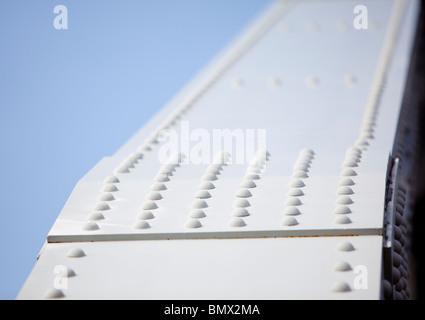 Genietete Gelenk in die eiserne Brücke Stützkonstruktion - Stockfoto
