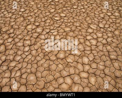 Ein gebrannter Erde Boden nach einer langen Dürre. - Stockfoto