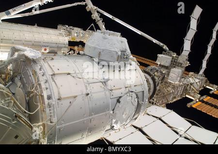 Die unter Druck Mating Adapter 3 in der Reichweite des Canadarm2. - Stockfoto