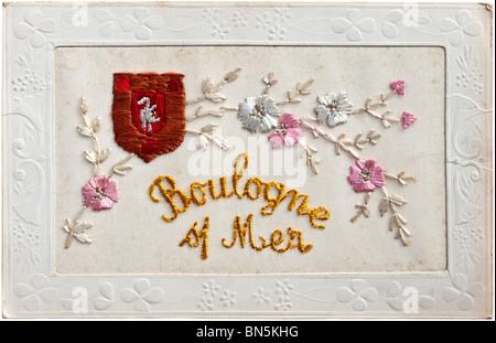 Boulogne-sur-Mer - bestickt frühen 1900er Jahren Französisch Ansichtskarte mit Stadtwappen und Blumen. - Stockfoto