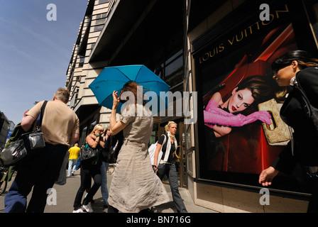 Quartier 206, Kaufhaus. FRIEDRICHSTRASSE 71-74. Luxus-shopping. Bezirk Mitte, Berlin, Deutschland. Europa. - Stockfoto