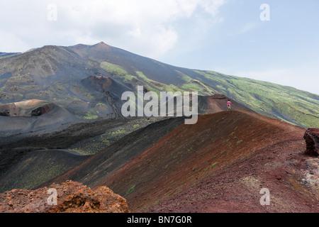 Landschaft in der Nähe von der Rifugio Sapienza am Südhang mit Blick auf den Gipfel, den Ätna, Sizilien, Italien - Stockfoto