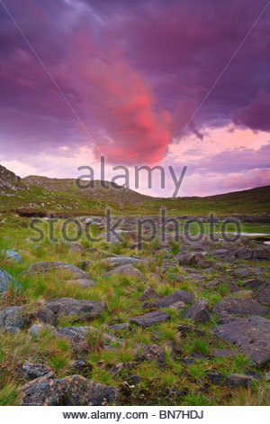 Bunter Himmel über der Insel Runde im westlichen Teil von Norwegen. - Stockfoto