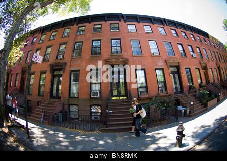 Brownstones im Stadtteil Fort Greene von Brooklyn auf Samstag, 3. Juli 2010. (© Frances M. Roberts) - Stockfoto
