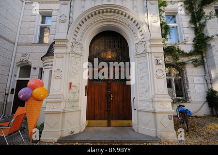Elegante alte Gebäude, Bleibtreustrasse 15, ehemalige Wohnhaus des berühmten Schauspielerin Tilla Durieux, in der - Stockfoto