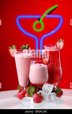 Erdbeer-cocktail oder Smoothies, Daiquiri, Martini, Erdbeer und Kuss - Stockfoto