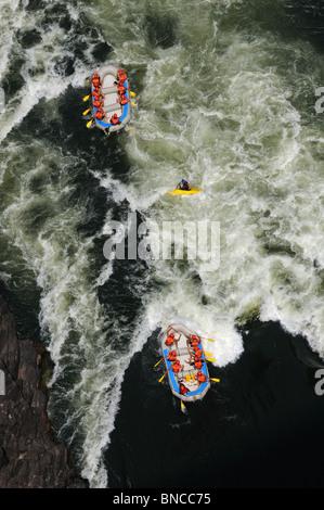 Wildwasser-rafting auf dem Zambezi River, Sambia Stockfoto