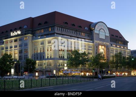 KaDeWe, Kaufhaus Karstadt-Gruppe, am Wittenbergplatz Square, Tauentzienstasse, Schöneberg, Berlin, Deutschland. - Stockfoto
