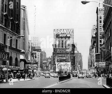 Verkehr auf einer Straße, Times Square, Manhattan, New York City, New York, USA - Stockfoto