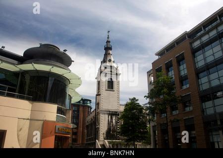 Abteikirche St. Nicholas Cole und modernen Bürogebäuden City of London England UK - Stockfoto