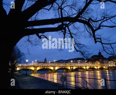 Der Schweiz Weihnachtsbeleuchtung Basler Rheinbrücke Beleuchtung Beleuchtung bis Weihnachten Stadt Stadt Fluss Abend - Stockfoto