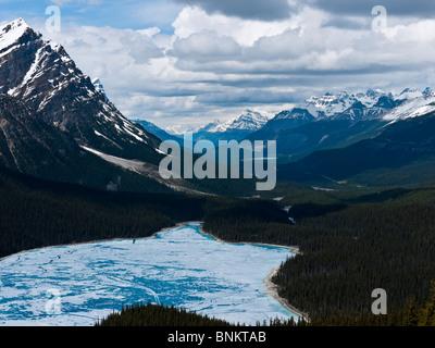 Teilweise gefroren Peyto Lake benannt nach Bill Peyto von Bow Summit Icefields Parkway-Banff National Park Kanada - Stockfoto