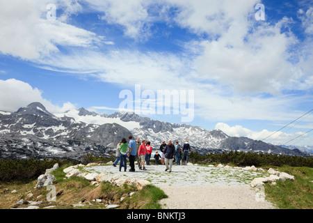Menschen am WorldNaturalHeritage Aussichtspunkt auf dem Krippenstein Mountain in der Dachstein-Massiv. Österreich - Stockfoto