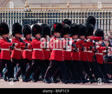 Die Wachablösung, Buckingham Palace, London - Stockfoto