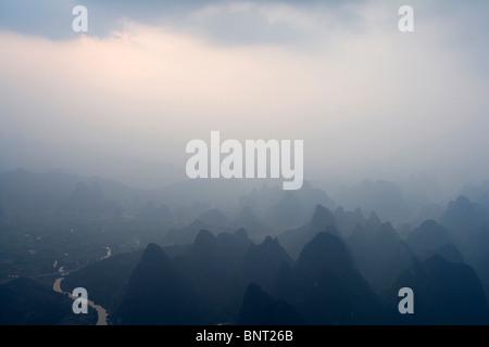 Aussicht von den Hügeln von Guilin - Stockfoto