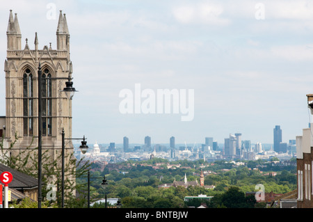 Blick vom Gipsy Hill, Crystal Palace, City of London und St. Pauls Kathedrale in der Ferne - Stockfoto
