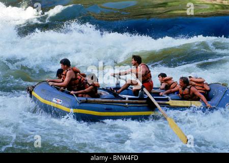 White Water rafting auf dem Sambesi-Fluss zwischen Simbabwe und Sambia Stockfoto