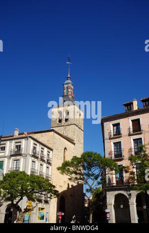 Iglesia de San Miguel und der Plaza Mayor, Segovia, Spanien - Stockfoto