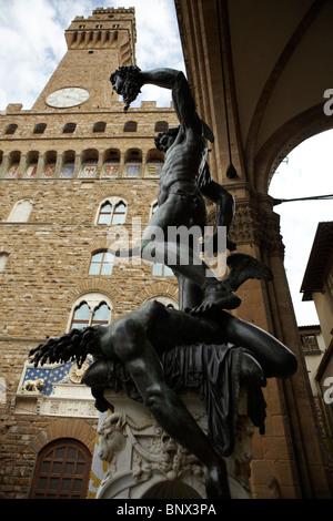 Benvenuto Cellini Statue - Perseus mit Kopf der Medusa in der Loggia dei Lanzi in Florenz, Italien - Stockfoto