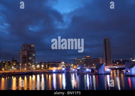 der Boot-Obel-Turm und Lagan Weir Belfast Waterfront Nordirland Vereinigtes Königreich - Stockfoto