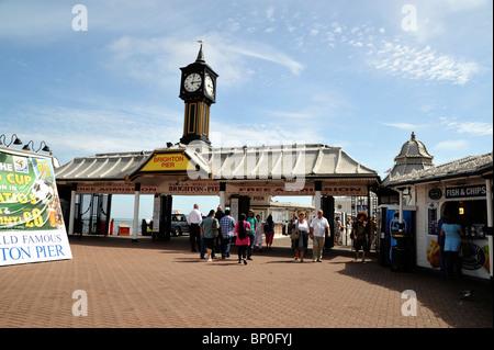 Tor und Eingang zum Brighton Pier Vergnügungspark, Brighton, England - Stockfoto