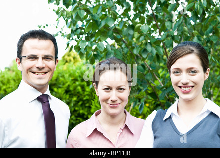 Drei glückliche Kollegen im freien - Stockfoto