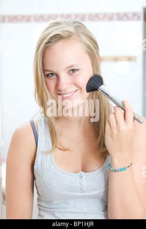 Teenager-Mädchen Anwendung erröten - Stockfoto