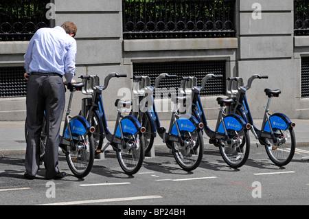 "London ""Boris Bikes"" Benutzer wieder sammeln mieten Fahrrad - Stockfoto"