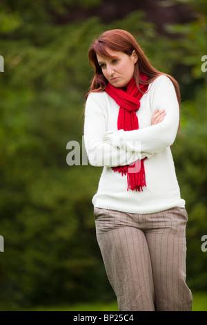 Frau zu Fuß im freien - Stockfoto