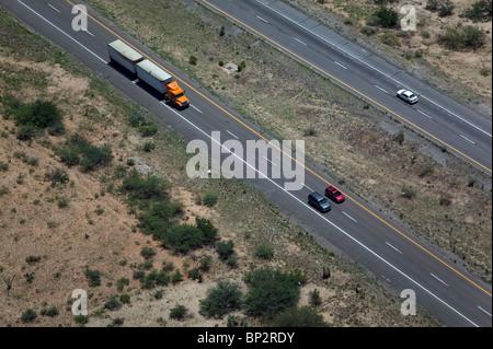 Luftaufnahme über Lkw Autos interstate 10 New Mexiko - Stockfoto