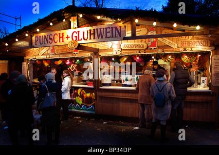 GLÜHWEIN-STALL, WEIHNACHTSMARKT, WIEN, - Stockfoto