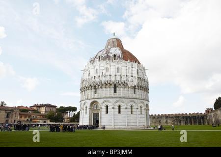 Das Baptisterium der Kathedrale von Pisa in Pisa, Italien - Stockfoto
