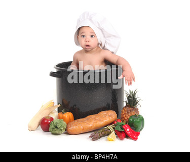 Entzückende Baby nehmen ein Portrait in ein Koch unter dem Motto Studio Set - Stockfoto
