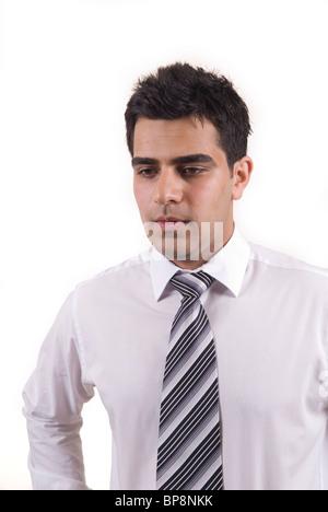 Junge asiatische Geschäftsmann vor einem weißen Hintergrund denken - Stockfoto