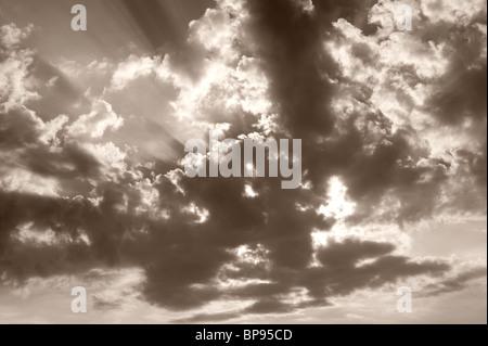Strahlen/Sonnenstrahlen und Wolken - Stockfoto