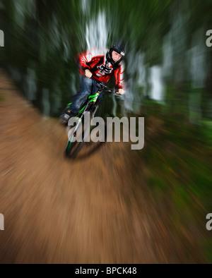 Freeride-Radfahrer mit Motion blur. - Stockfoto