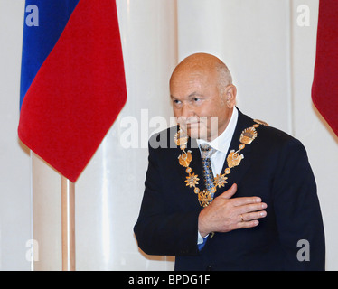 Yuri Luzhkov begibt sich auf seine fünfte Amtszeit als Bürgermeister von Moskau - Stockfoto