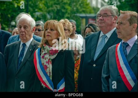 Paris, Frankreich, Menge der französischen Politiker mit offiziellen Schärpen, feiert den Jahrestag der Befreiung, - Stockfoto