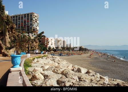 Strand und Promenade, Torremolinos, Costa Del Sol, Provinz Malaga, Andalusien, Spanien, Western Europe. - Stockfoto