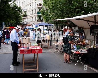 Buch stand auf outdoor-Markt am Kollwitzplatz in Prenzlauer BErg in Berlin Deutschland - Stockfoto