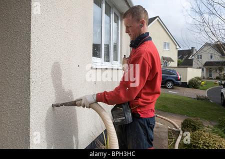 Mann Füllung Zweischalige Wand mit Wärmedämmung - Stockfoto