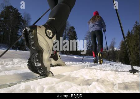 Langläufer, Nahaufnahme von Schuhen und Bindung, Flims, Graubünden, Schweiz - Stockfoto