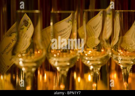 Apple-Sherry-Flaschen im Rhoener Schau-Kelterei-, Gasthof Zur Krone, Das Rhoenschaf Hotel, Ehrenberg, Seiferts, - Stockfoto