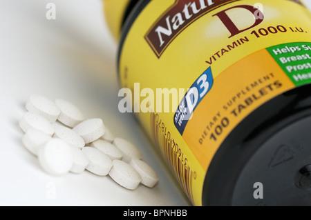 Flasche von Vitamin D (D3) ergänzt - Stockfoto