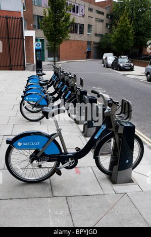 London-Barclays Fahrradverleih, Fahrräder-docking-Station, Ökostadt Reisen in Paddington, London, England, UK, Europa, - Stockfoto