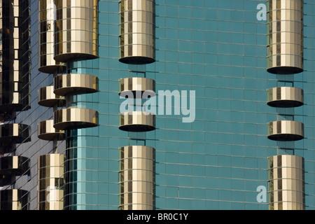 Vereinigte Arabische Emirate, Dubai. Detail des Ahmed Abdul Rahim al Attar Aufsatz. - Stockfoto