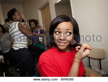 Jugendliche, die Vorbereitungen hinter den Kulissen - Stockfoto