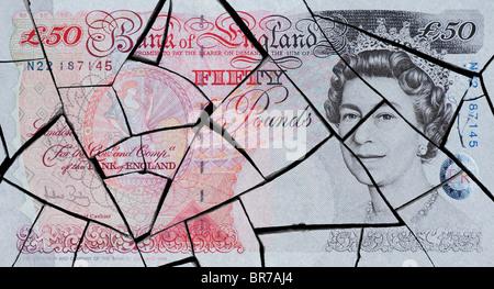 Fünfzig Pfund Hinweis Konzept zur Darstellung einer Wirtschaftskrise geknackt - Stockfoto