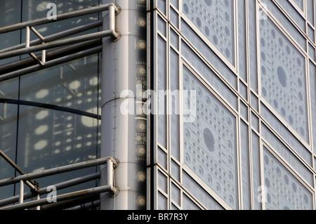 """Die Fassade des Gebäudes hosting """"Institut du Monde Arabe"""" (IMA), Top arabischen Kulturzentrums in Paris, Frankreich. - Stockfoto"""