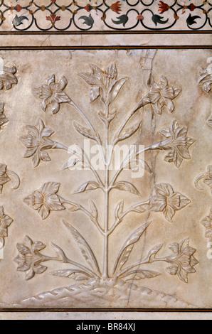 Scultured Blumen an den Taj Mahal, Agra, Uttar Pradesh, Indien - Stockfoto
